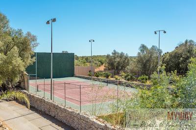вилла для больших групп с теннисным кортом в Альгаида, остров Майорка