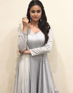 Keerthy Suresh with Cute and Lovely Smile for Sunnamoruvar 2