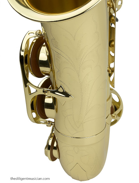 Close up of the SeleS Axos Alto Saxophone bell engraving detail