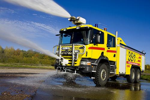Foto Mobil Pemadam Kebakaran Tercanggih 06