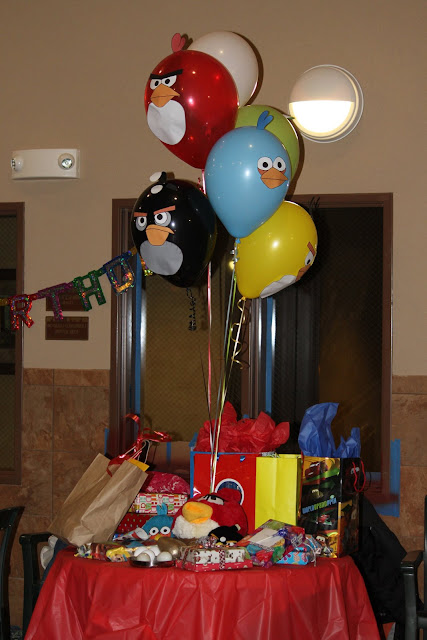 Mommy S Little Peanuts Angry Birds Birthday Party The Decor