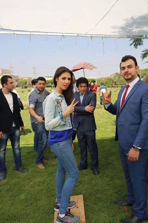 بالصور.. احمد عزت ينتهي تصوير اعلان مع المخرج احمد سعد
