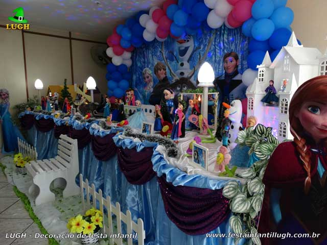 Decoração de mesa de aniversário Frozen - Mesa decorativa do bolo
