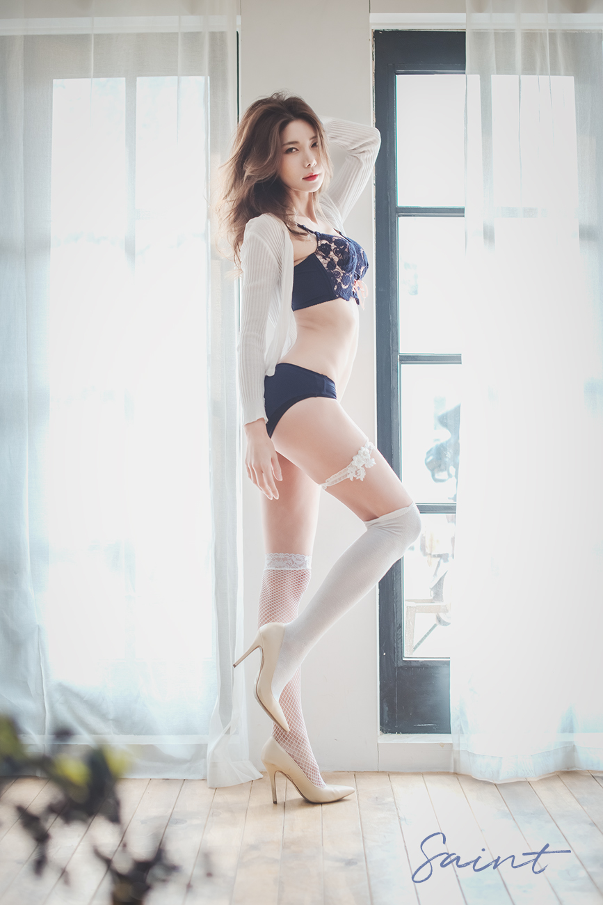 Korean Model Yoon Mi Jin in Bikini Photoshoots