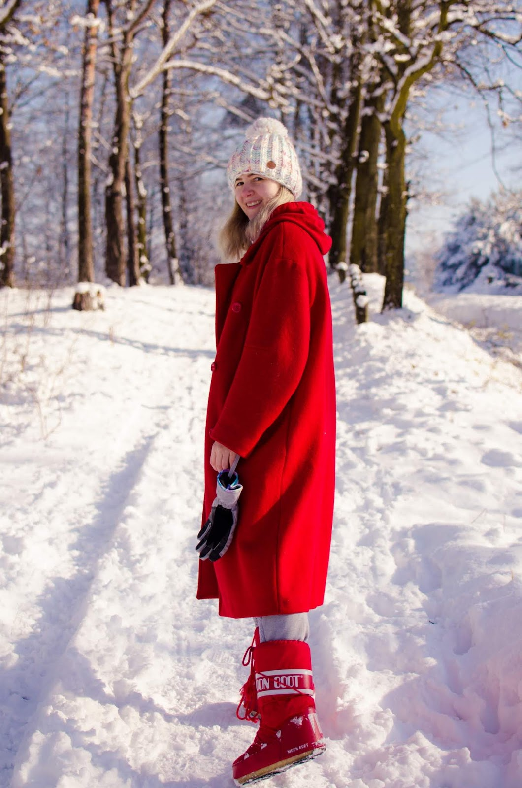 #zima #winterlook #nature #forest #love  #moonboot #moda #inspiracja #winterstyle #style #hmcoat #redmoonboot