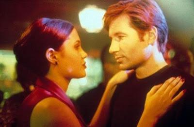 David Duchovny y Angelina Jolie en Jugando con la muerte (1997) Playing God