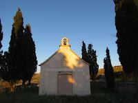 Crkvica Gospe od Zdravlja, Bobovišća, otok Brač slike