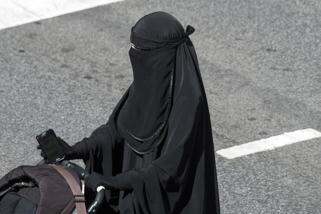 Penghina Hijab Dan Cadar Serta Syariat Islam Lainnya Adalah Murtad