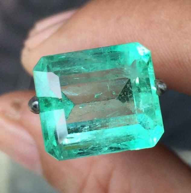 đá emerald