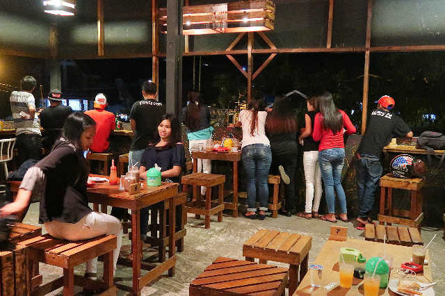 suasana di lantai dua lemon 84 coffee