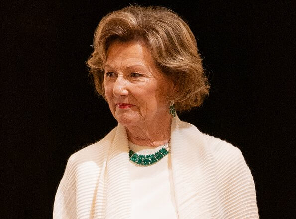 Satin blouse. Queen Sonja wore gold diamonds and emerald necklace. Queen Sonja wore gold and diamond leaf earrings.