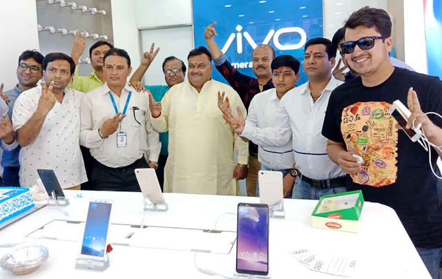 Senior Congress leader Lakhan Singh inaugurated mobile showroom in Faridabad