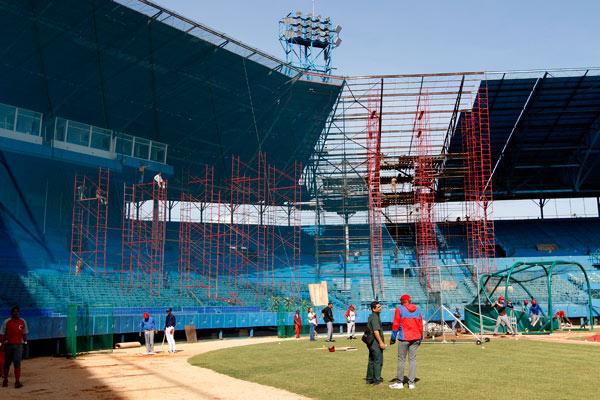 Concretar semanalmente 121 metros cuadrados de cubierta es el propósito de los ejecutores de la importante obra en el vetusto parque que cumplió 70 años en octubre precedente.