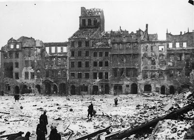 ciudad en ruinas tras la guerra