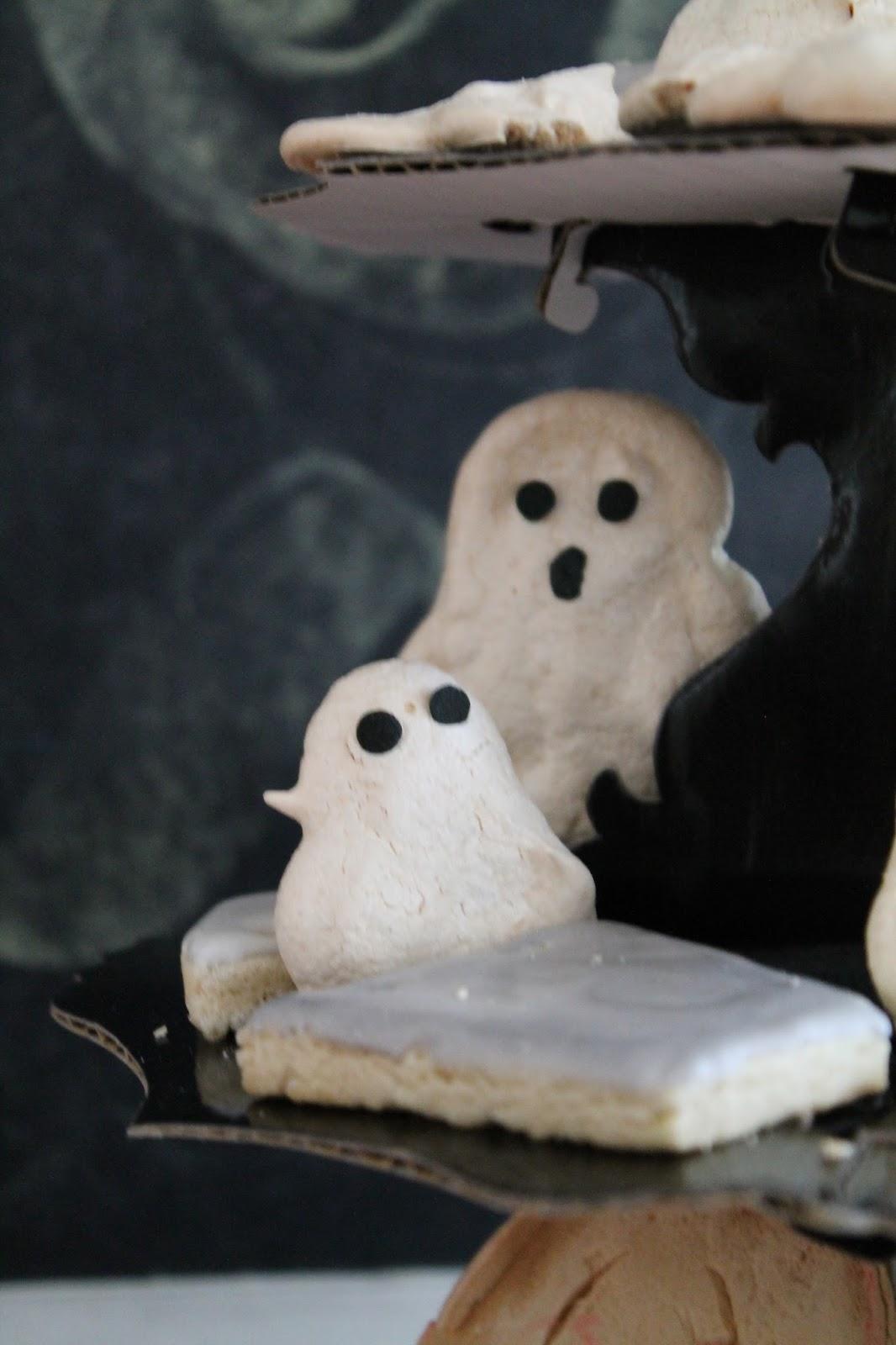 Spooky Ghost Meringues