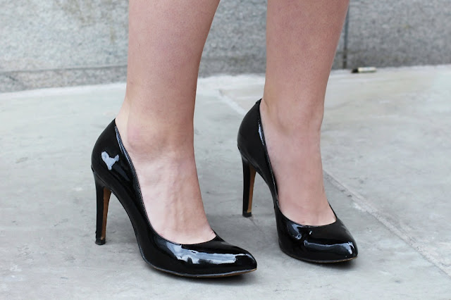 Comfortable black leather Clarks heels - London fashion blogger