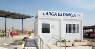 Caseta de recepción del aparcamiento de larga estancia del aeropuerto de Barajas.