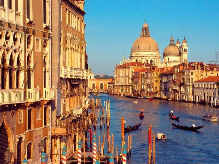 [Resim: The-peak-tourist-season-in-Italy.jpg]