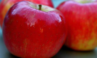 Elma maskesinin sivilceler üzerindeki etkisi tartışılmaz.