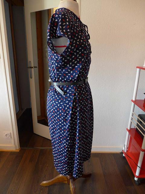 robe rétro bleu à motifs