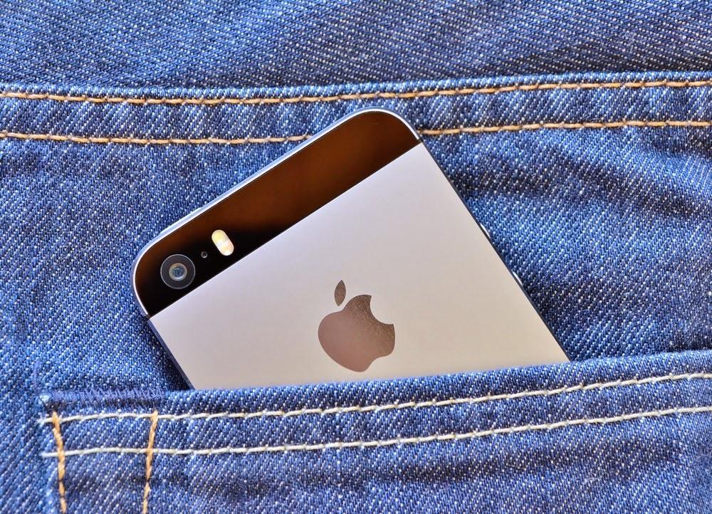 der postillon millionen apple nutzer finden winzige uralte iphones in ihrer hosentasche. Black Bedroom Furniture Sets. Home Design Ideas
