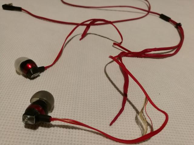 Słuchawki Sennheiser CX 3.0 po 8 miesiącach użytkowania