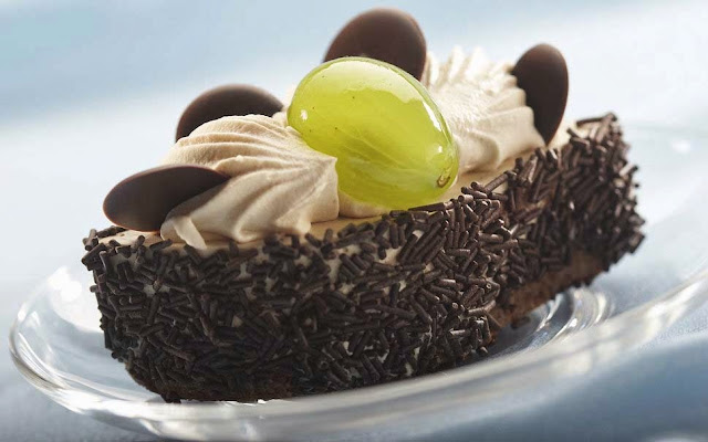 sweet-cake-delicious-grapes-chocolate-cream-brulee