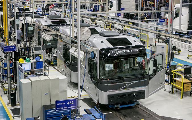 Produção de caminhões cresce 15% em outubro