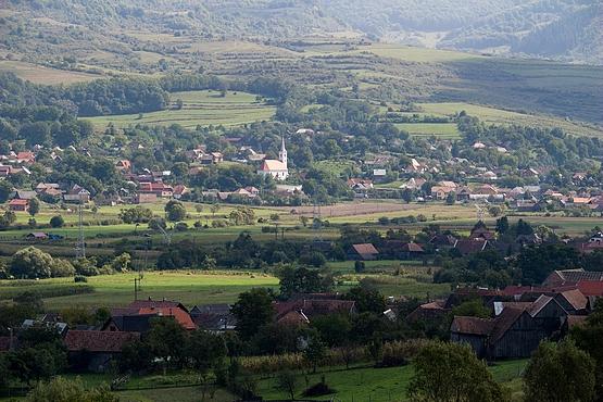 Felsősófalva látképe Alsósófalváról