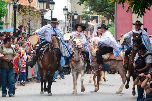 Tradicional ingreso en caballos abre actividades del carnaval chapaco 2017