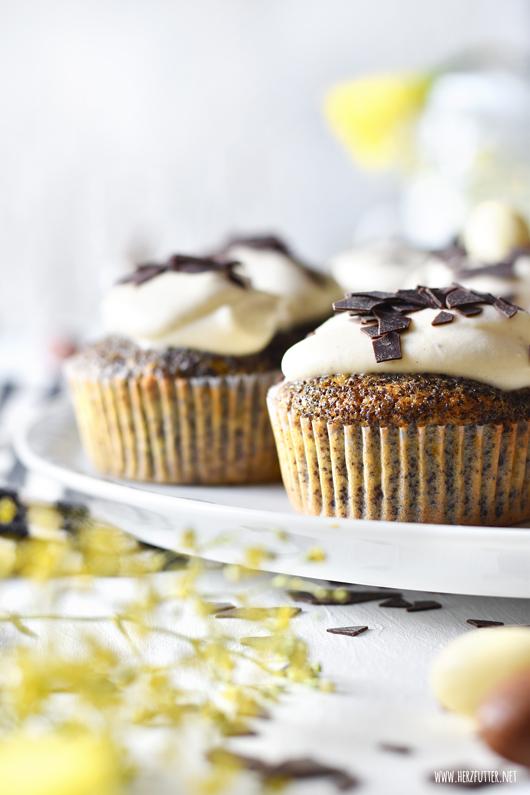 Rezept: Eierlikörcupcakes mit Mohn und Mandarinen