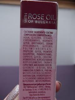 Očné sérum v guličke s ružovým olejom zloženie