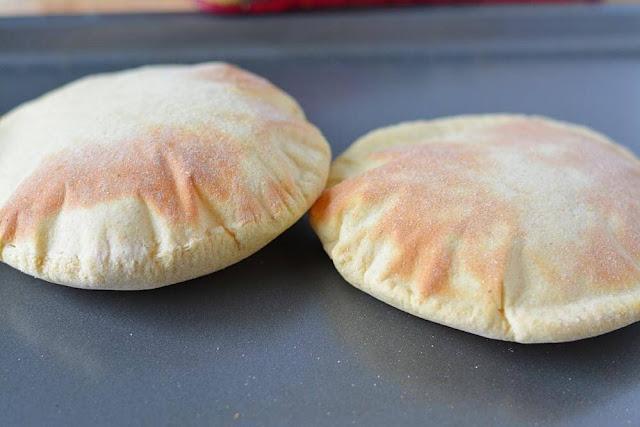 خبز الفرن بالجبن    ,   خبز الفرن بالخميرة ,  خبز موفا بالفرن      ,   خبز الفرن بشمر السمسم  ,خبز الفرن باللحم      ,   خبز الفرن بالبصل ,خبز الفرن بالزيتون