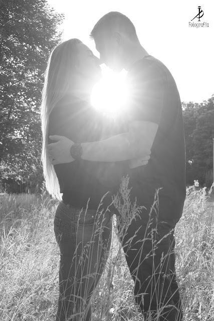 Kasia i Krzysiek - sesja w promieniach zachodu słońca