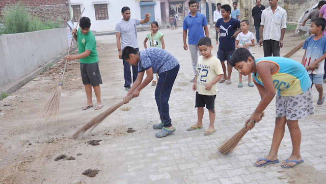 The volunteers of the Shiva branch organized the Service Day celebrated in village Dudsia, cleanliness campaign
