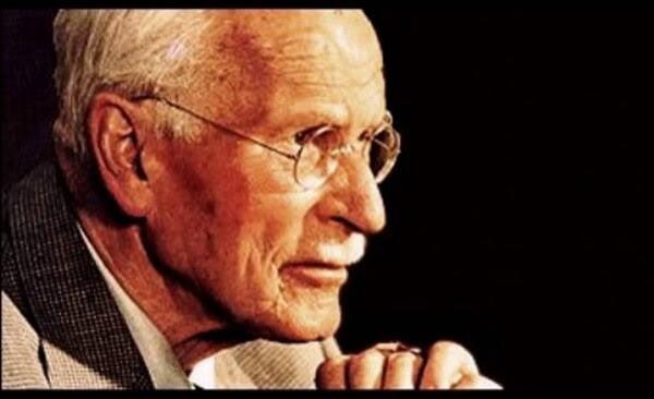 Carl Jung cho rằng: người hướng nội là người lấy năng lượng bằng việc ở một mình