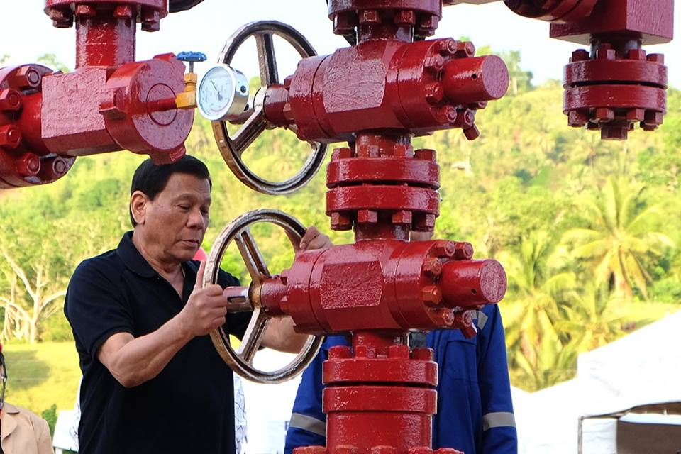 Duterte admits 'crying' during opening of the oil field in Cebu