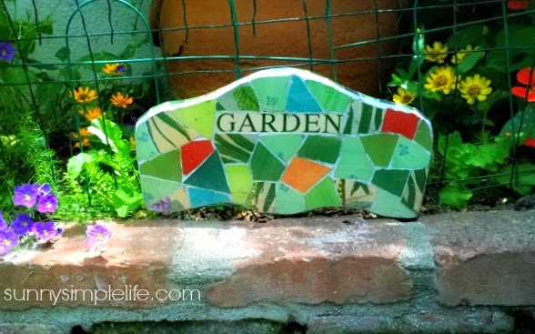 garden tour 2015, urban farm, city vegetable garden, organic, container vegetable garden,  mosaic garden sign, cottage garden
