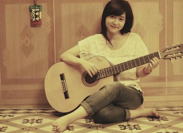 cô gái xinh đẹp chơi guitar gây sốt cộng đồng mạng