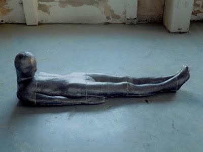 "Antony Gormley -  ""Plateau"", 1985-1986. | imagenes obras de arte figurativo, esculturas figurativas tristes | art pictures inspiration, cool stuff"