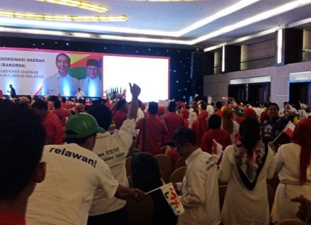 Memalukan, Berebut Makanan di Acara Kunjungan Jokowi di Makassar