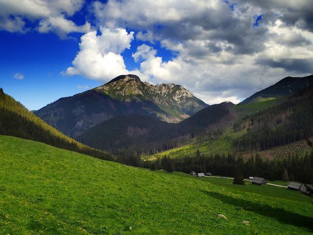 Kominiarski Wierch widziany z doliny