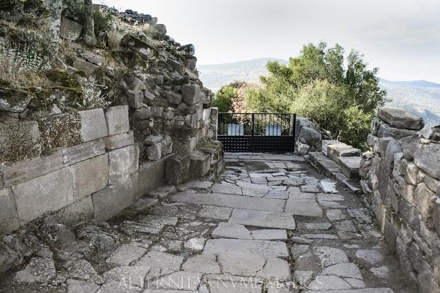 La puerta de Tiberio vista desde su intradós.