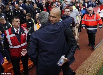 Jose Mourinho & Pep Guardiola Hug