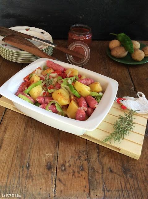 Salchichas-frescas-verduras-patatas
