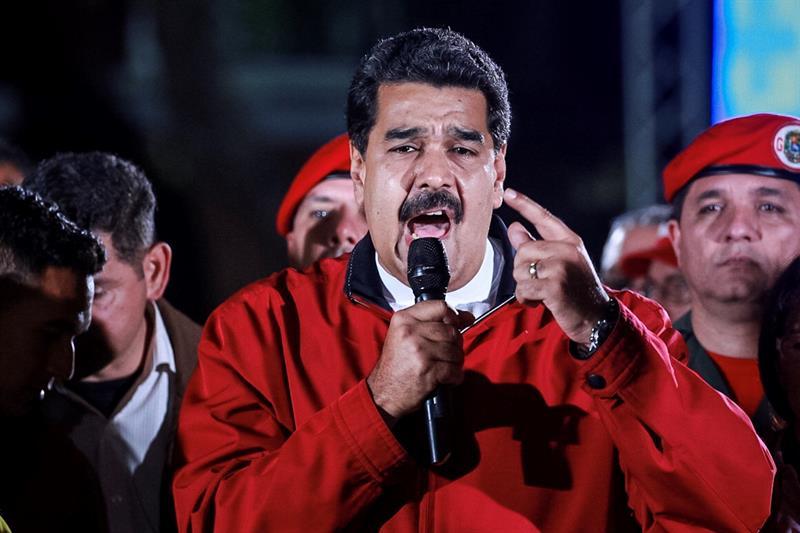 Maduro salió a festejar