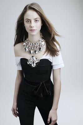 Kaya Scodelario (Carina Smyth) kurus model manis