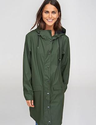 Polyester là loại vải cao cấp dùng để may áo mưa