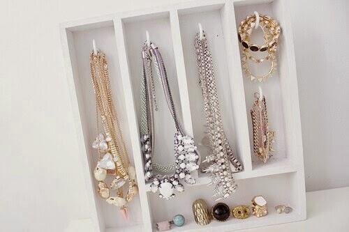 Jewelry storage come organizzare i gioielli vogue at - Porta gioielli ikea ...