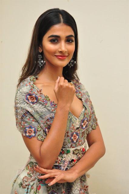Pooja Hegde Hot Cleavage Photo